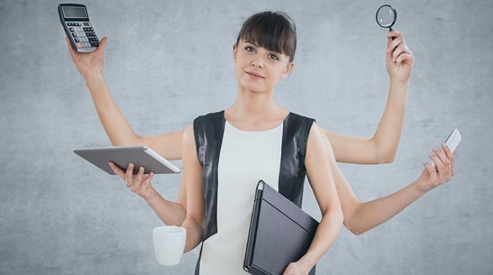 ragazza lavoro multitasking workflow e processi aziendali