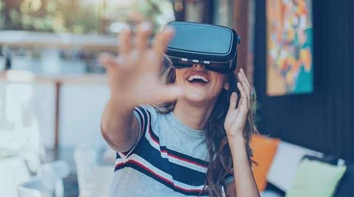 Cliente che sperimenta il tour virtuale