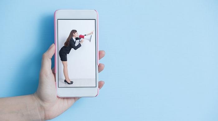 Comunica con clienti tramite social