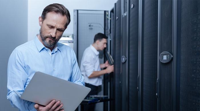 Persone lavorando nella sicurezza dei dati