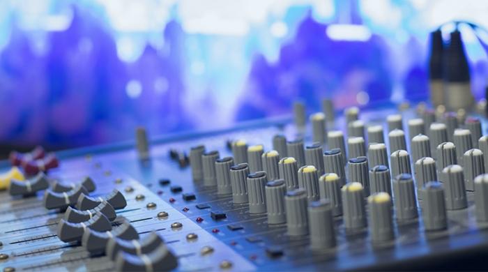 Dettaglio di una tavola da dj per fare dei brani