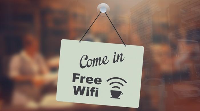 Locale segnalando che offre Wi-Fi gratis ai clienti