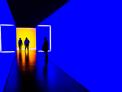 Persone nel tunnel digitale